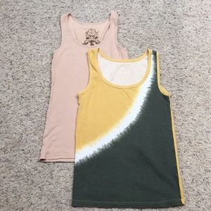 🛑4for$10🛑2 women's large tank tops.